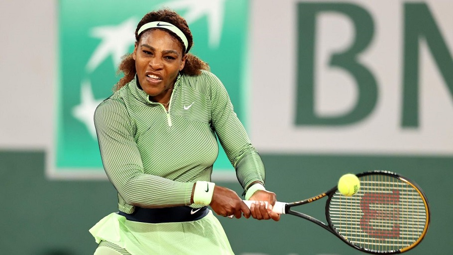 Serena Williams will face Danielle Collins in the last 32 as she continues her attempt at breaking Margaret Court's record of 24 Grand Slams.