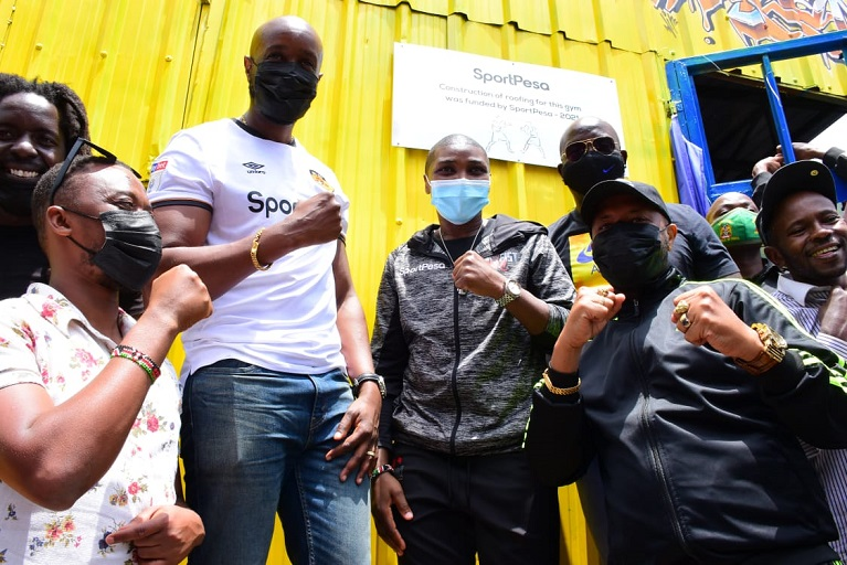 On Wednesday morning, SportPesa officially unveiled the opening of the Umoja Boxing Gym after they helped with the construction of a new roof.